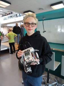 """15-årige Svante Geisshirt deltog på dette års Robocup-konkurrence på DTU med robotten, """"Svantemekanik"""", som han havde bygget og programmeret på blot to dage."""