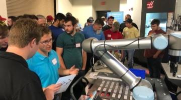 Aftale åbner muligheder for Universal Robots på markedet for robotbetjente CNC-maskiner i USA