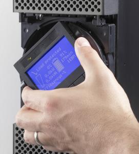 Eaton 9PX display er vendbart og det er muligt at stille skråt