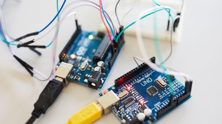 ZBC starter AMU-kurser i elektronikproduktion på Sjælland